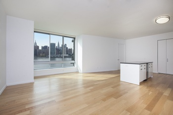 1 month FREE! Beautiful and massive 2 Beds and 2 Baths, with sweeping water front and city views